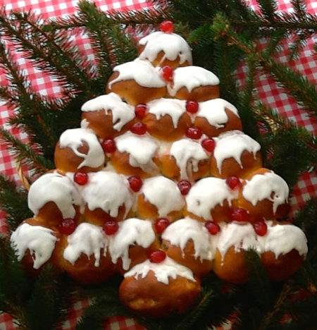sweet and spicy christmas tree bread-main iced tree