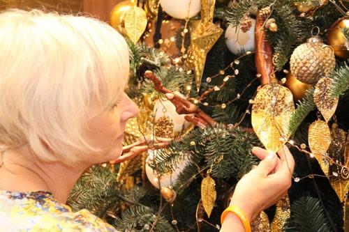 ferndale gold decorations