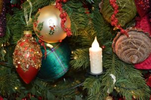 Packing Christmas tree's and baubles