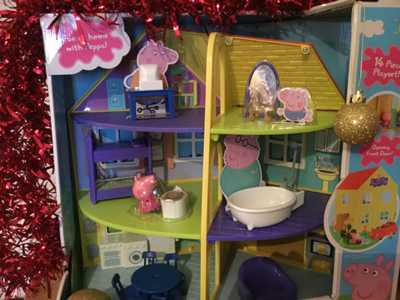 Christmas review 2017 peppa pig 39 s peppa family home for Under the christmas tree 2017