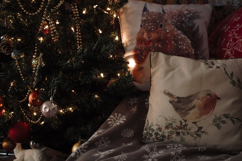 Our Top Picks Of Christmas Cushions Throws Underthechristmastree Co Uk