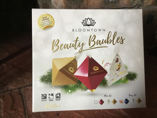 Christmas review 2017 bloomtown beauty baubles navy set for Under the christmas tree 2017