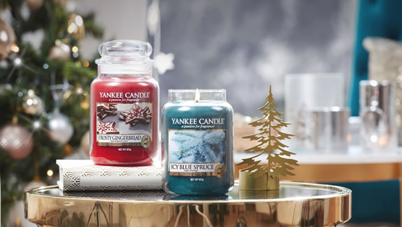 Yankee Candle Icy Blue Spruce and Frosty Gingerbread Christmas 2018