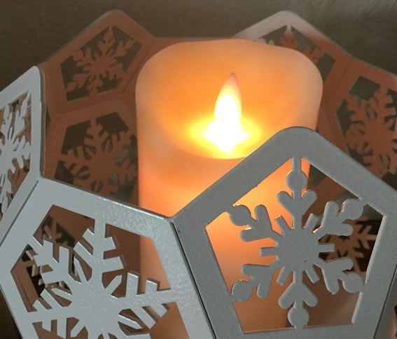 Blazing Balls Snowflake Candle On