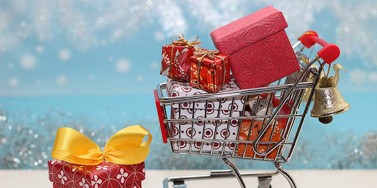 Shopping trolley with Christmas gifts