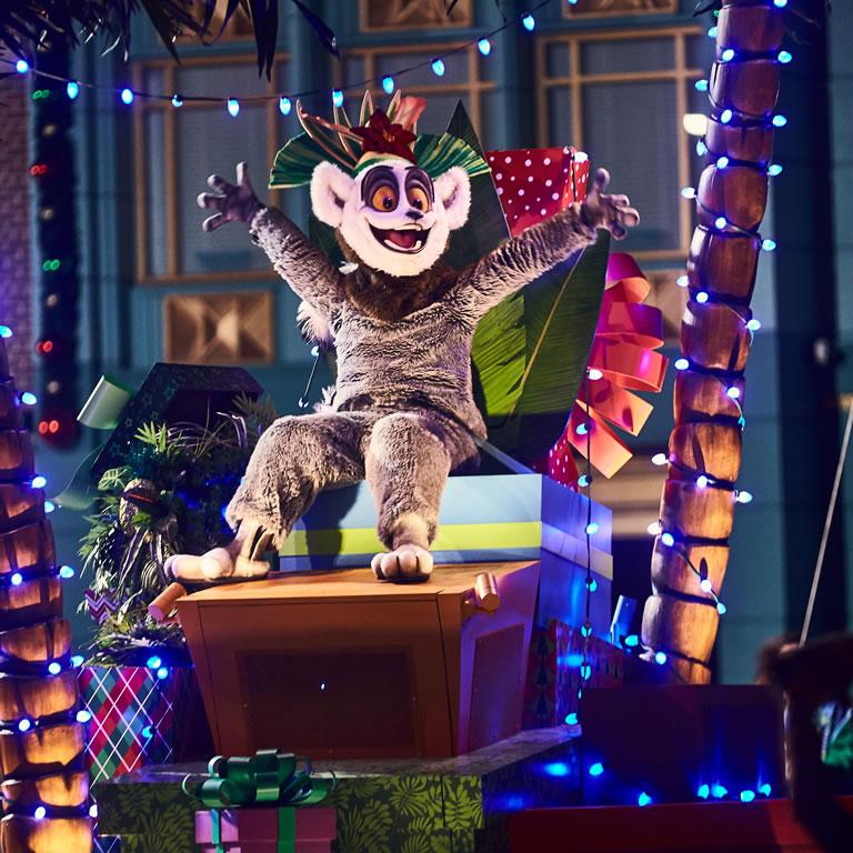 Universals Holiday Parade featuring Macys