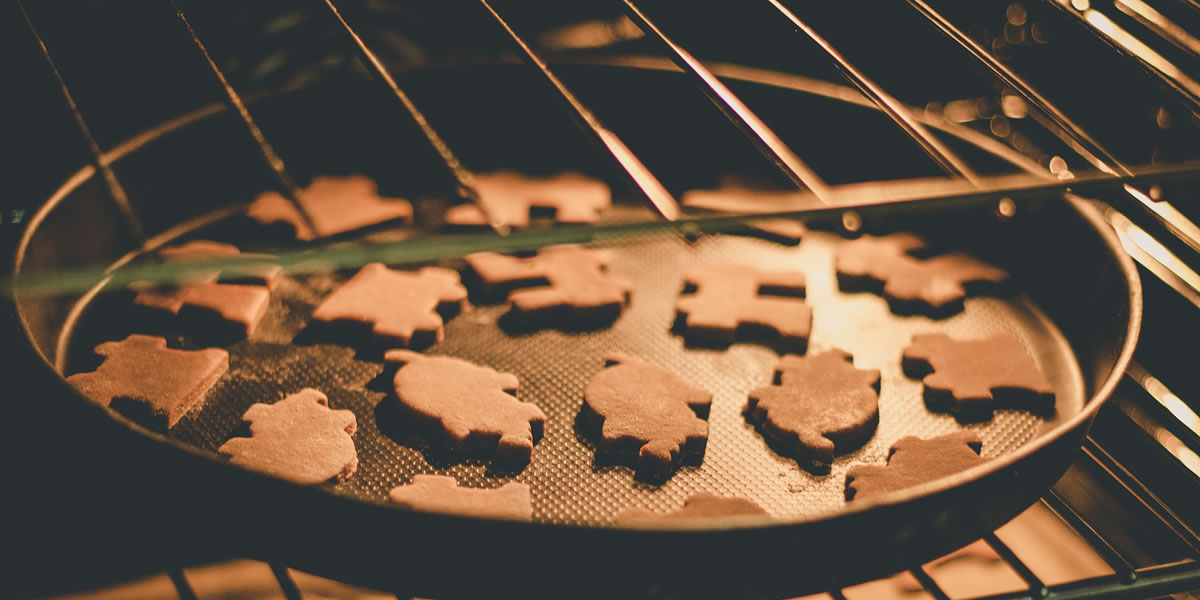 Oven with Christmas cookies