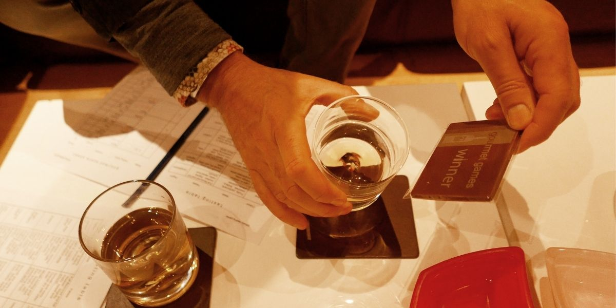 Gourmet Games -Small Whisky Tasting Game - glass and chocolate