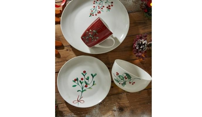 Studio Black Friday deals 16-Piece Berry Christmas Dinner Set