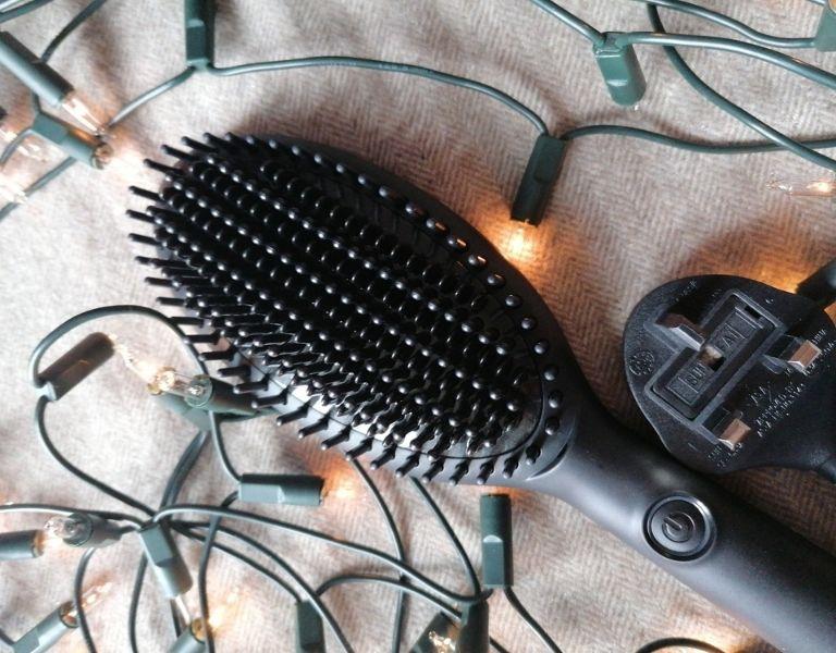 Image Of GHD Glide Smoothing Hot Brush Gift Set